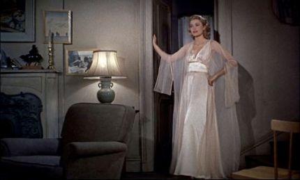 Grace Kelly en chemise de nuit